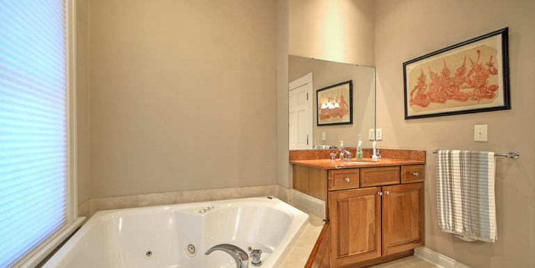544_OWNER'S-BATH-1