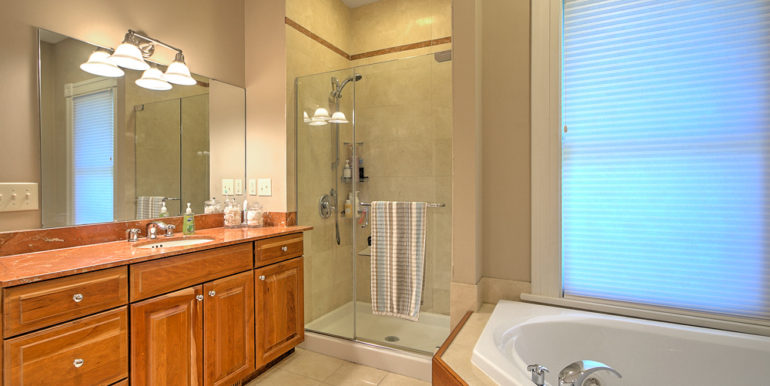 544_OWNER'S-BATH-2