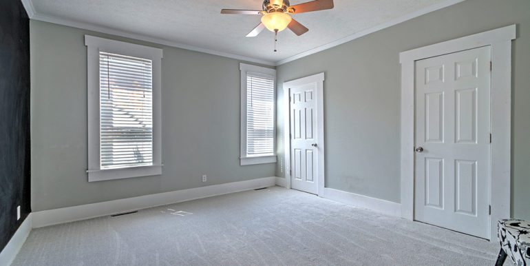 390_FRONT-ROOM-1