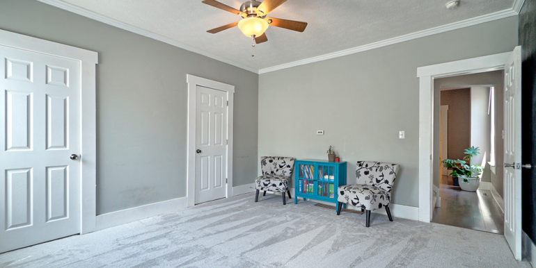 390_FRONT-ROOM-3