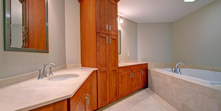 1_Owner's-Bath-A