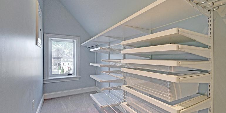 Bedroom-third-floor-closet-area