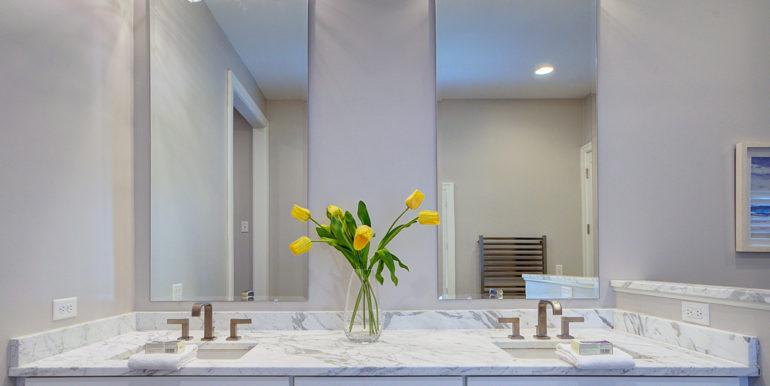 Owner's-Bath-2