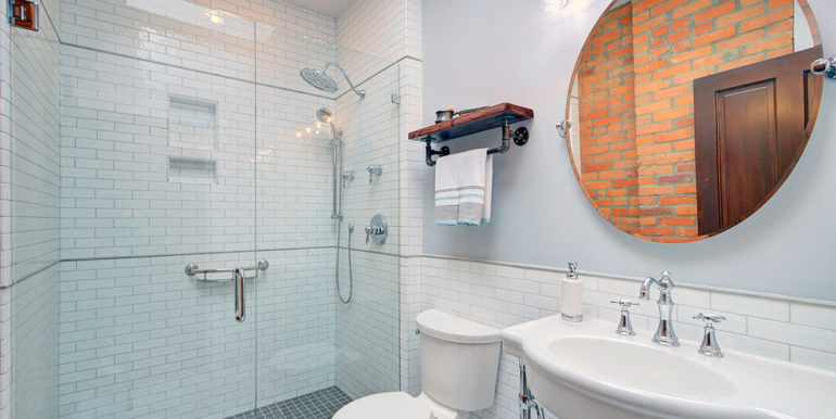 Full-Bath_upstairs